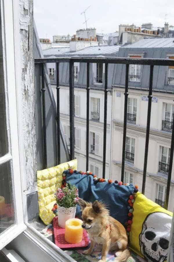 balcón con textiles