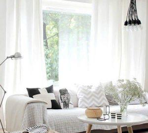 blanco, negro y madera