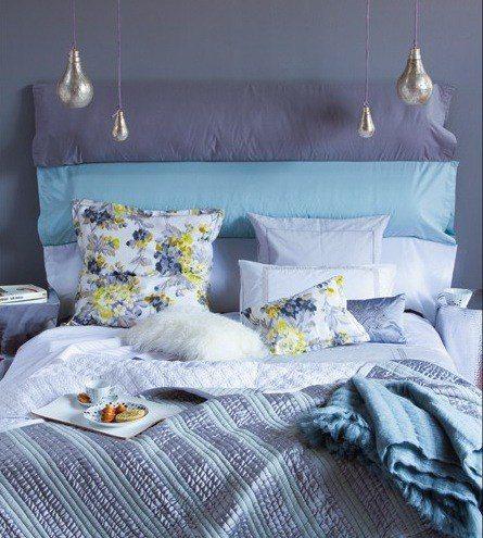 cabecero con almohadas