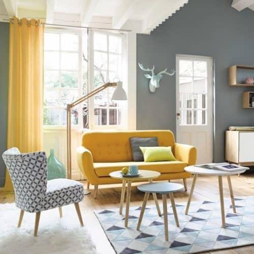 salón gris y amarillo