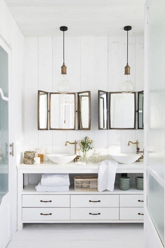espejos sobre el lavabo