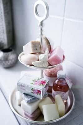 bandeja de dulcen en el baño
