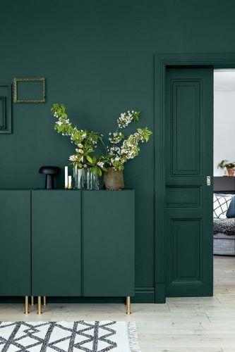 pared y carpintería del mismo color